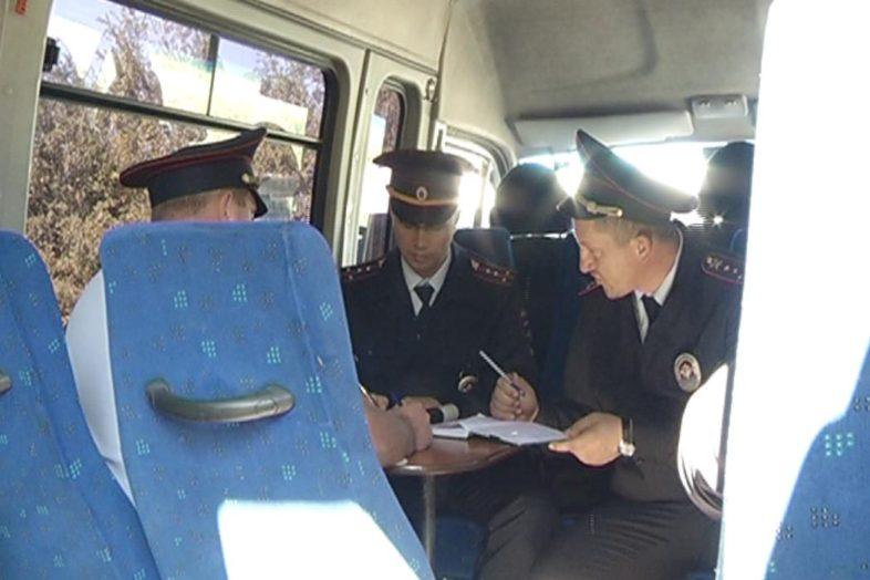 Сотрудники ГИБДД провели скрытое патрулирование 14 автобусного маршрута.