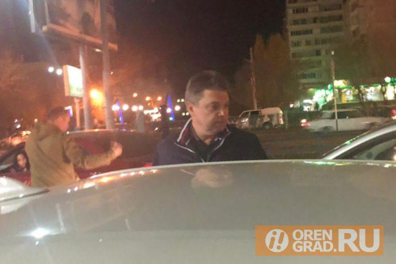 Депутата Горсовета задержали на парковке. Фото очевидцев