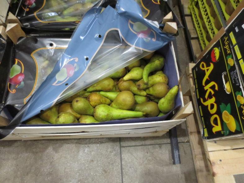 В Оренбурге выявили больше 140 килограммов незаконных груш
