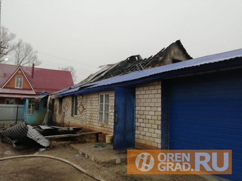 Погибли жители дома и гости. Подробности ночного пожара в Оренбургском районе