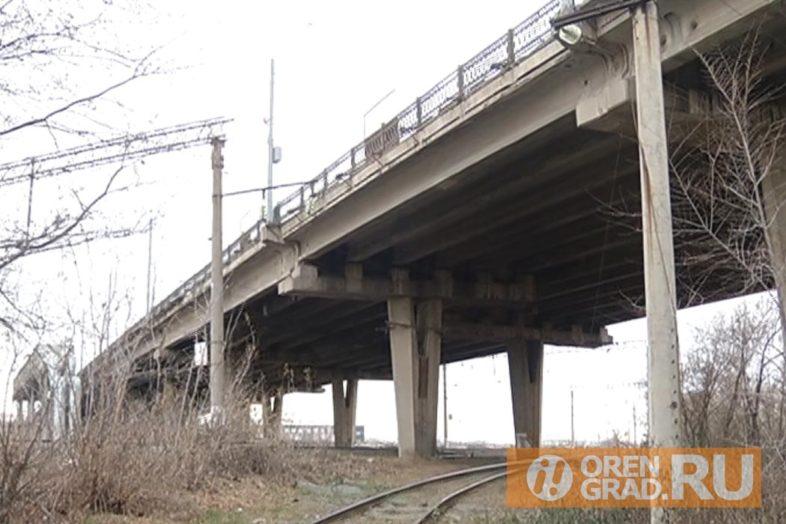 Опасная для жизни лестница у путепровода на улице Терешковой не дает покоя жителям