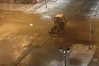 трактор убирает улицу Советская