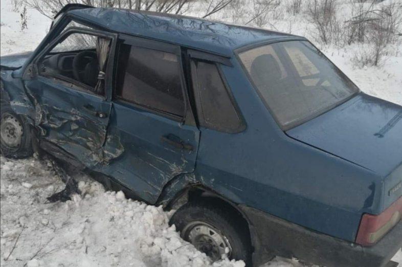 На востоке Оренбуржья на трассе автомобили превратились в груду металла