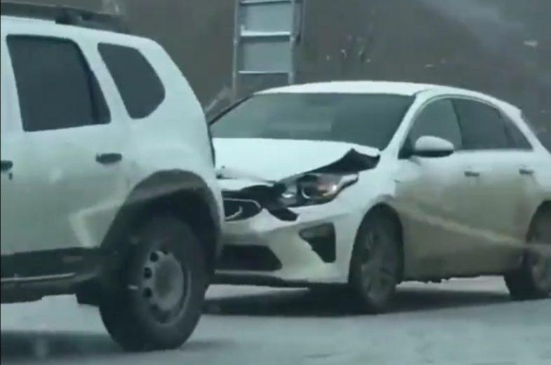 Пять машин столкнулись на объездной улице Оренбурга