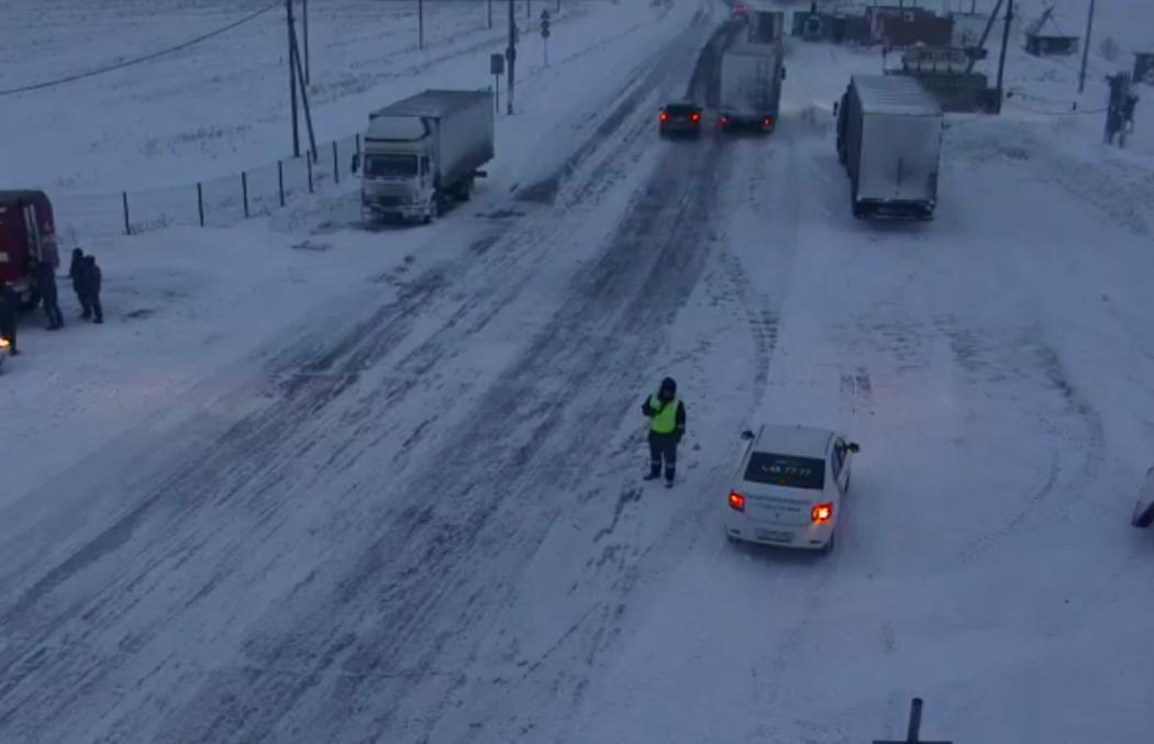 В Оренбуржье ввели ограничение еще на трех участках дорог