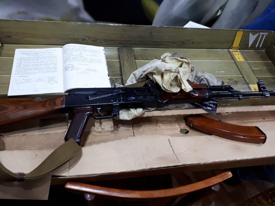 Оренбургские сотрудники ФСБ нашли боевой арсенал у местных жителей