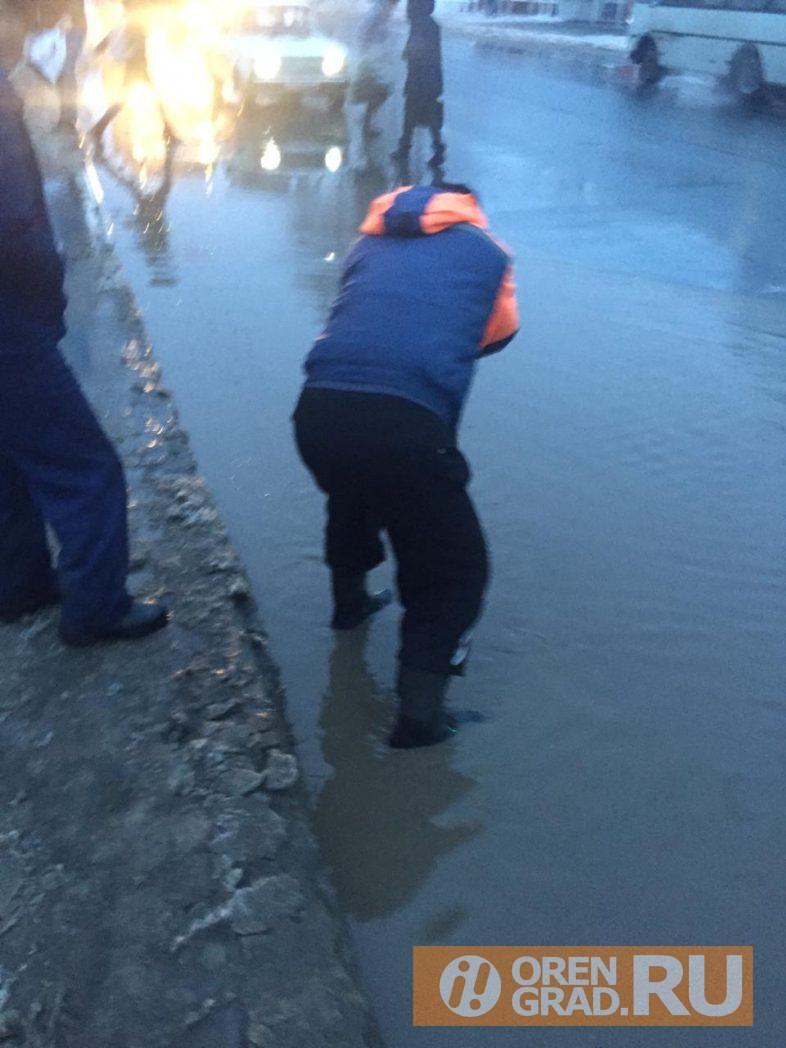 В Оренбурге ливневки не справляются с талой водой