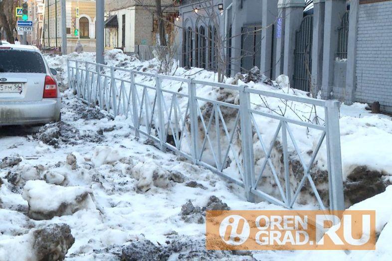 В Оренбурге после дорожного ремонта исчез выезд со двора