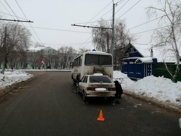В Оренбурге пьяный водитель въехал в автобус