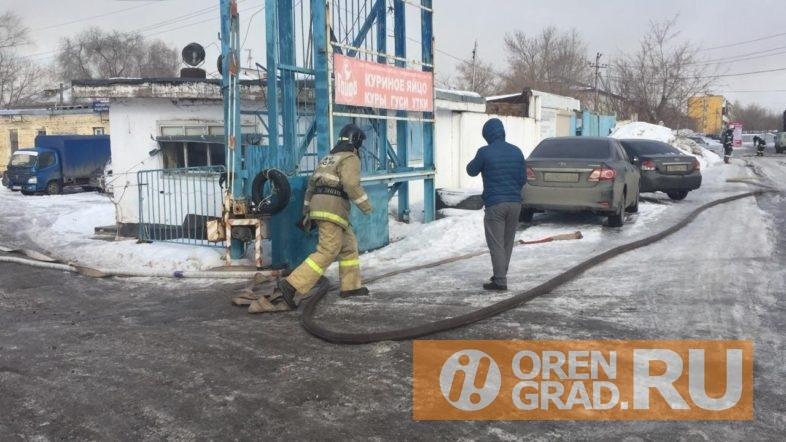 В Оренбурге горит хладокомбинат.
