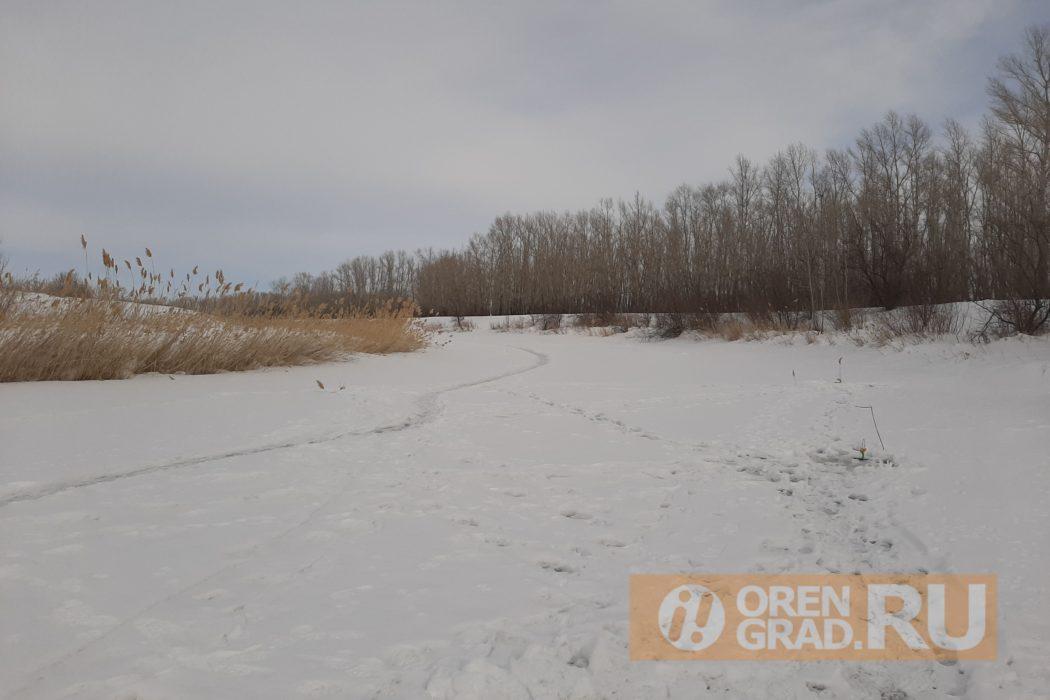 Оренбурженки на рыбалке отмечают 8 марта
