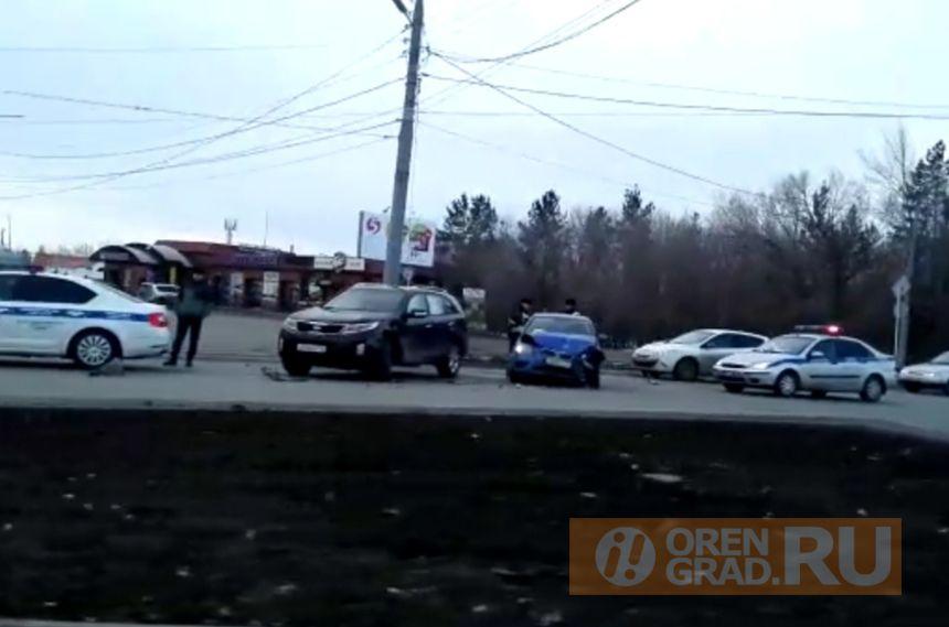 В утреннем ДТП в Оренбурге серьёзно были повреждены автомобили