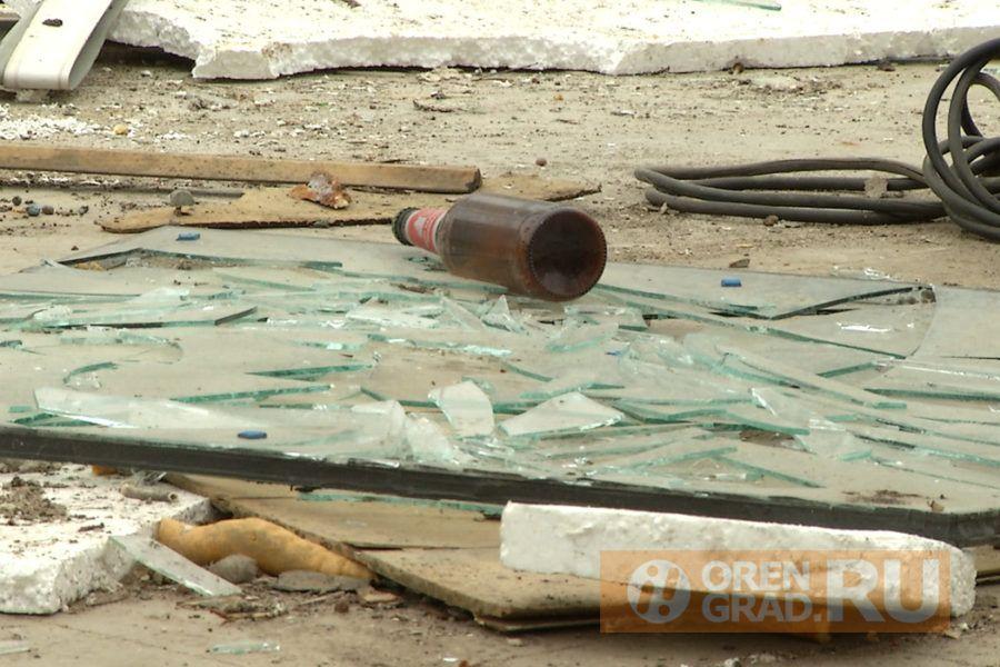 В Оренбурге на развалинах бывшего магазина играют дети