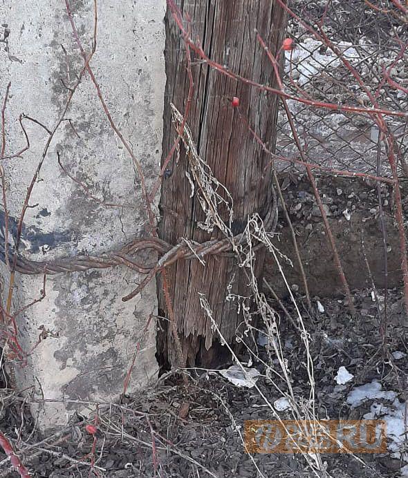 В Оренбурге опора ЛЭП может упасть на жилой дом
