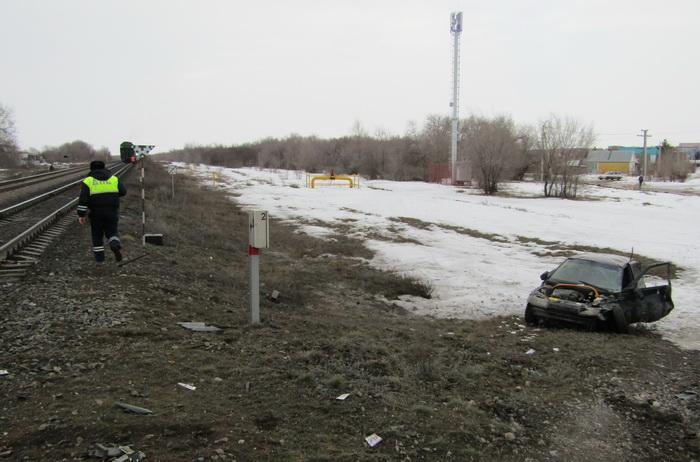 В Сорочинске автомобиль столкнулся с тепловозом