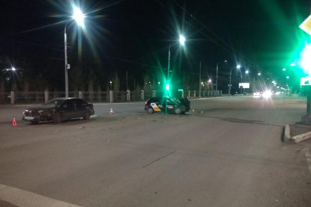 В Оренбурге в ДТП с участием такси на пр.Победы пострадали три человека