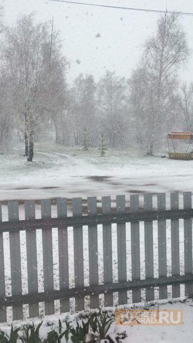 Западные районы Оренбуржья завалило снегом