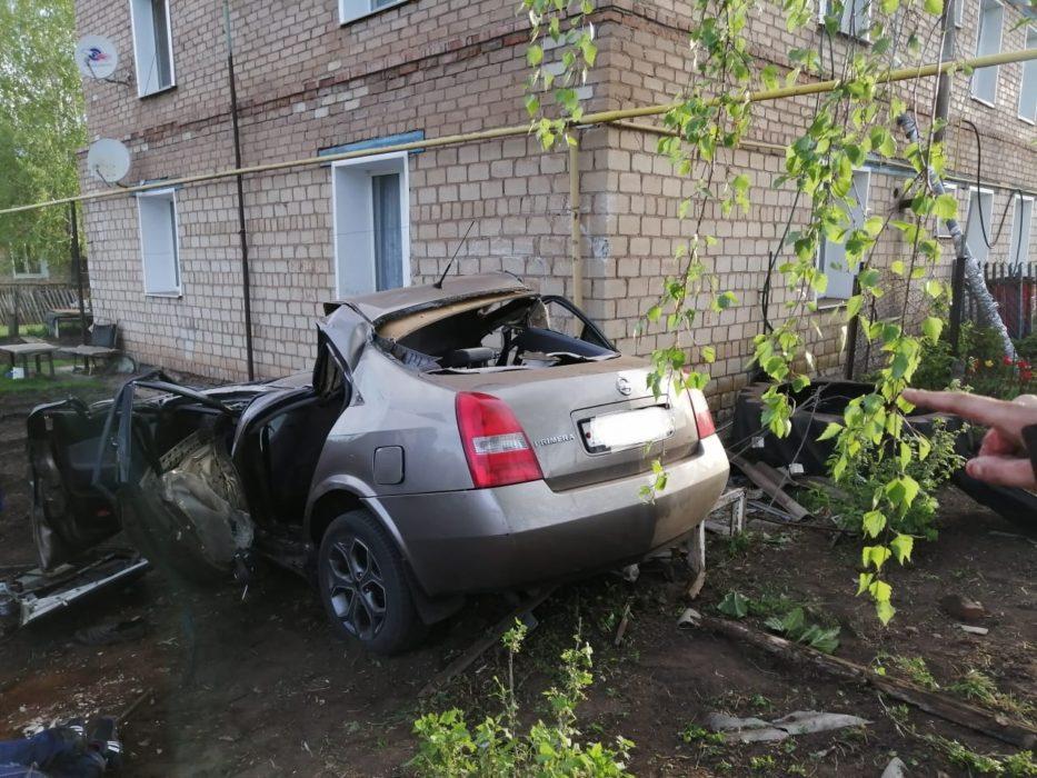 В Грачевском районе иномарка въехала в жилой дом