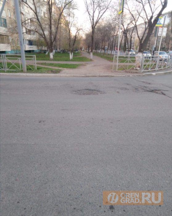 Новую дорогу и тротуар в Степном поселке Оренбурга отремонтируют в ближайшее время