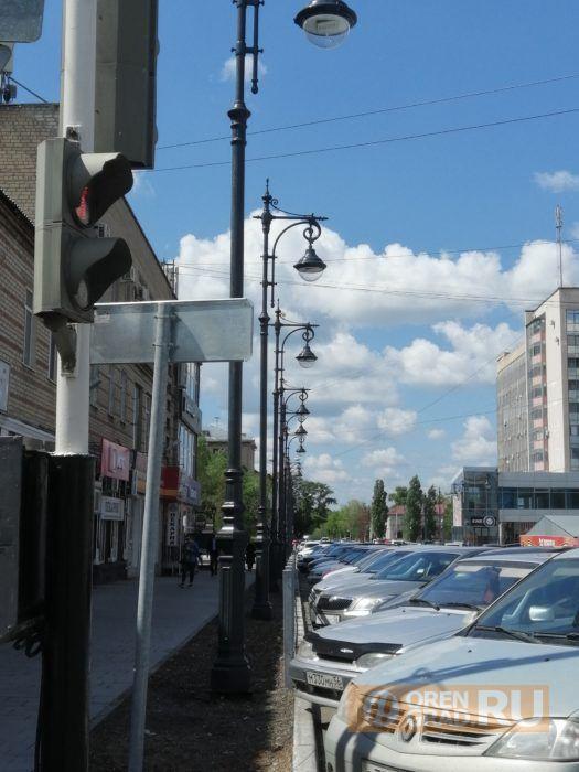 Оренбуржцы в шоке от частокола фонарей на ул. Краснознаменной