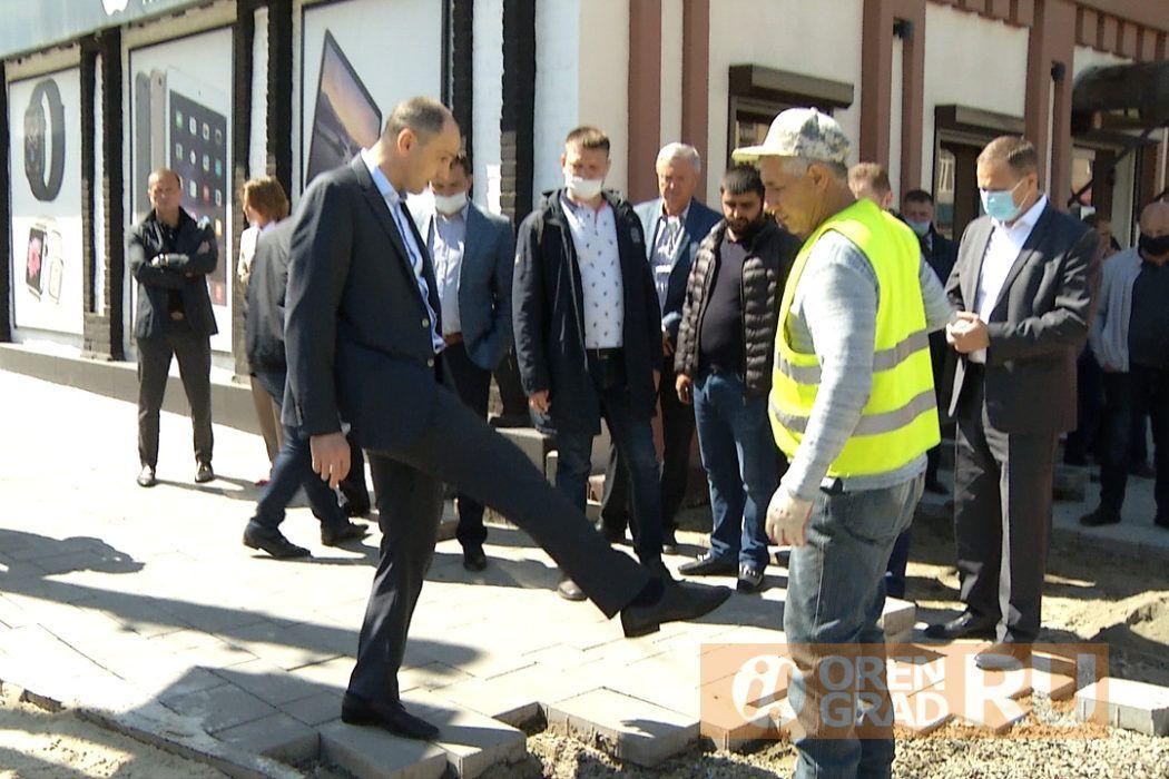 Губернатору Паслеру опять не понравились фонари в центре Оренбурга
