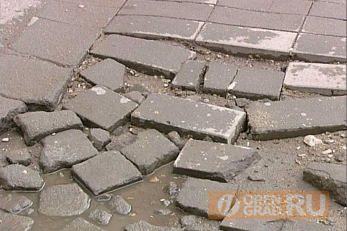 В Оренбурге на Советской вновь приостановлены работы по замене плитки