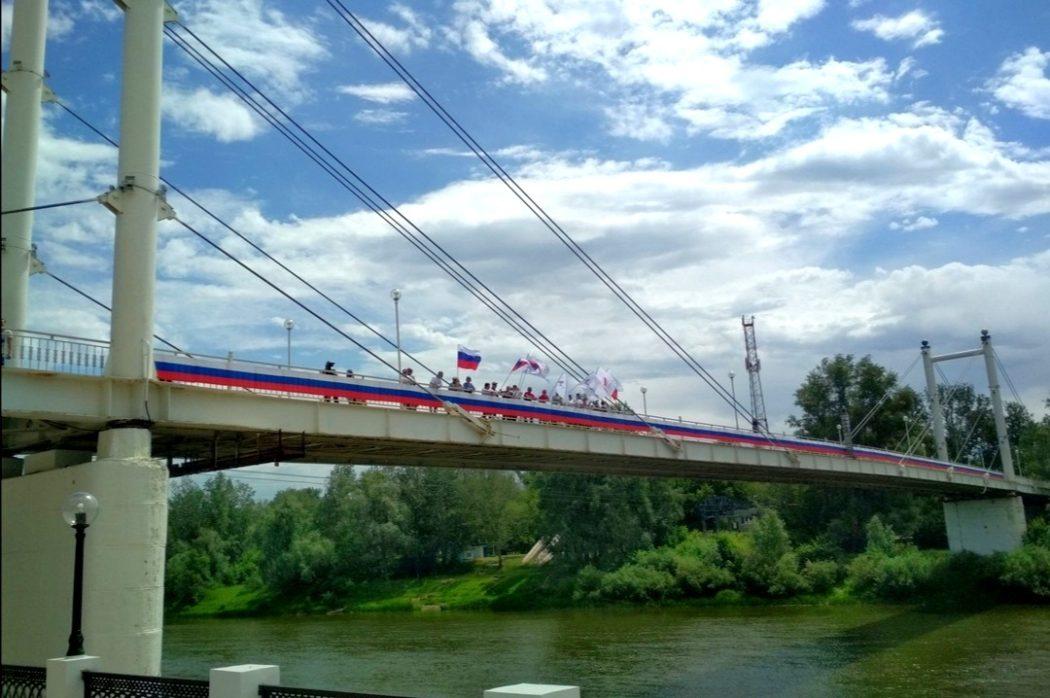 Оренбуржцы украшают город ко Дню России