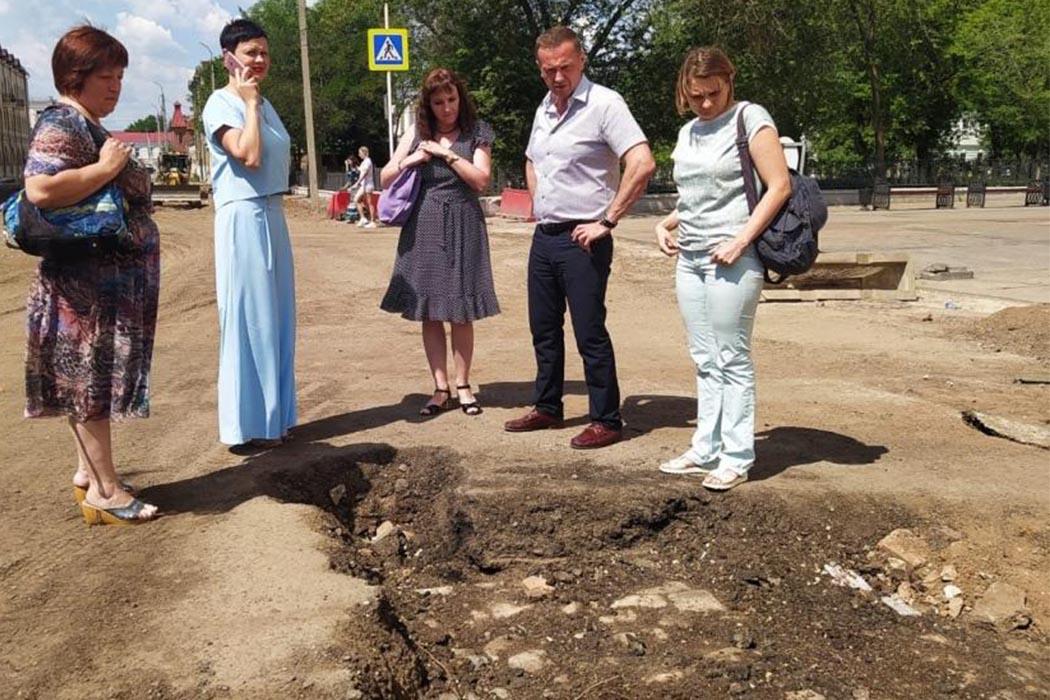 На улице Правды в Оренбурге снимут асфальт для изучения брусчатки