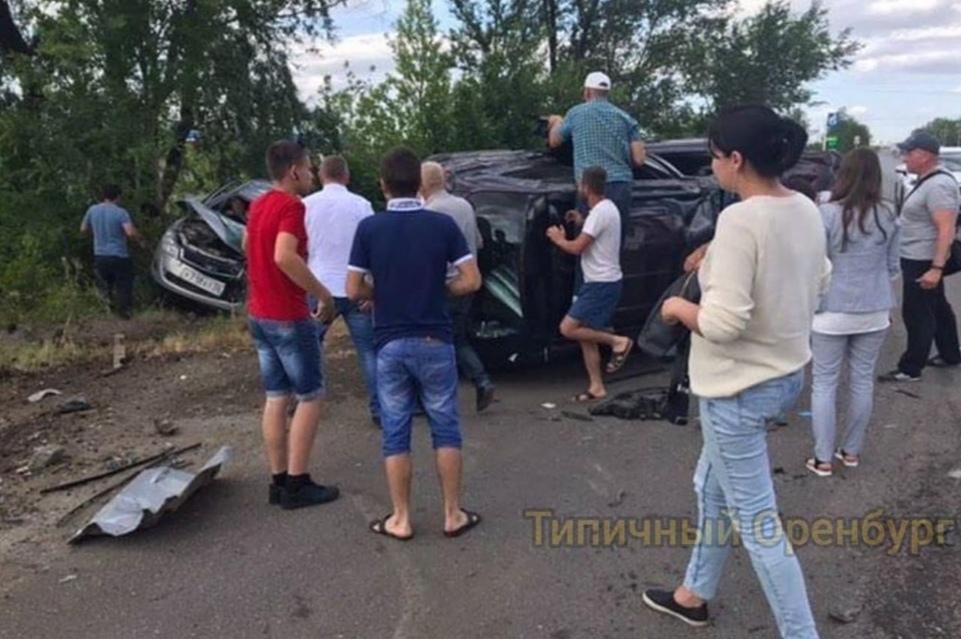 Из-за аварии на улице Донгузской в Оренбурге трое человек попало в больницу