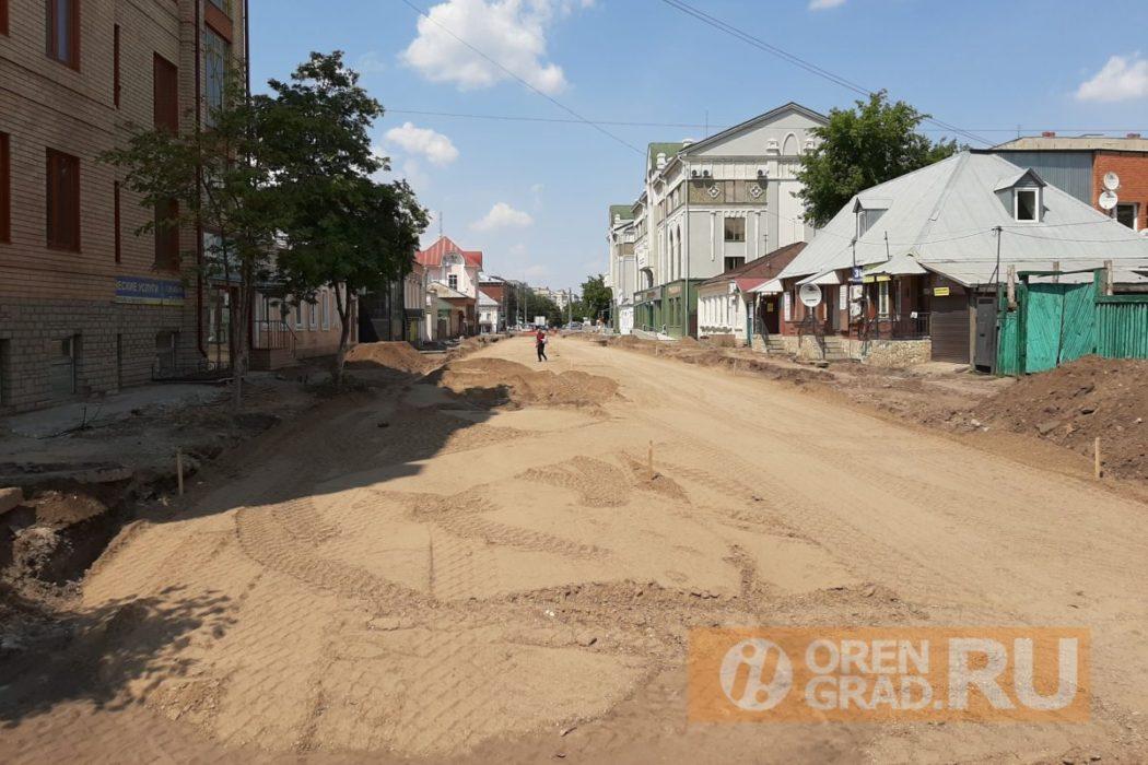 В центре Оренбурга продолжают уничтожать деревья