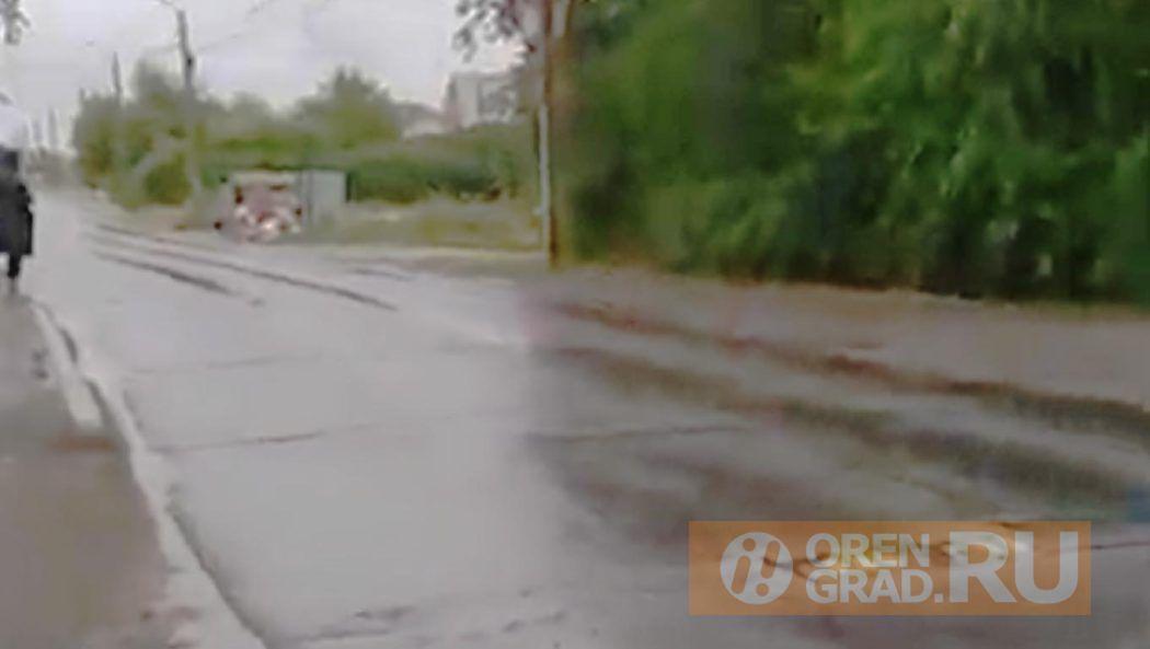 В микрорайоне Ростоши жители опасаются переходить через дорогу