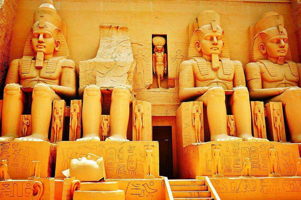Курская битва, флотоводец Нахимов, гробница Фараонов и бикини, что их объединяет?