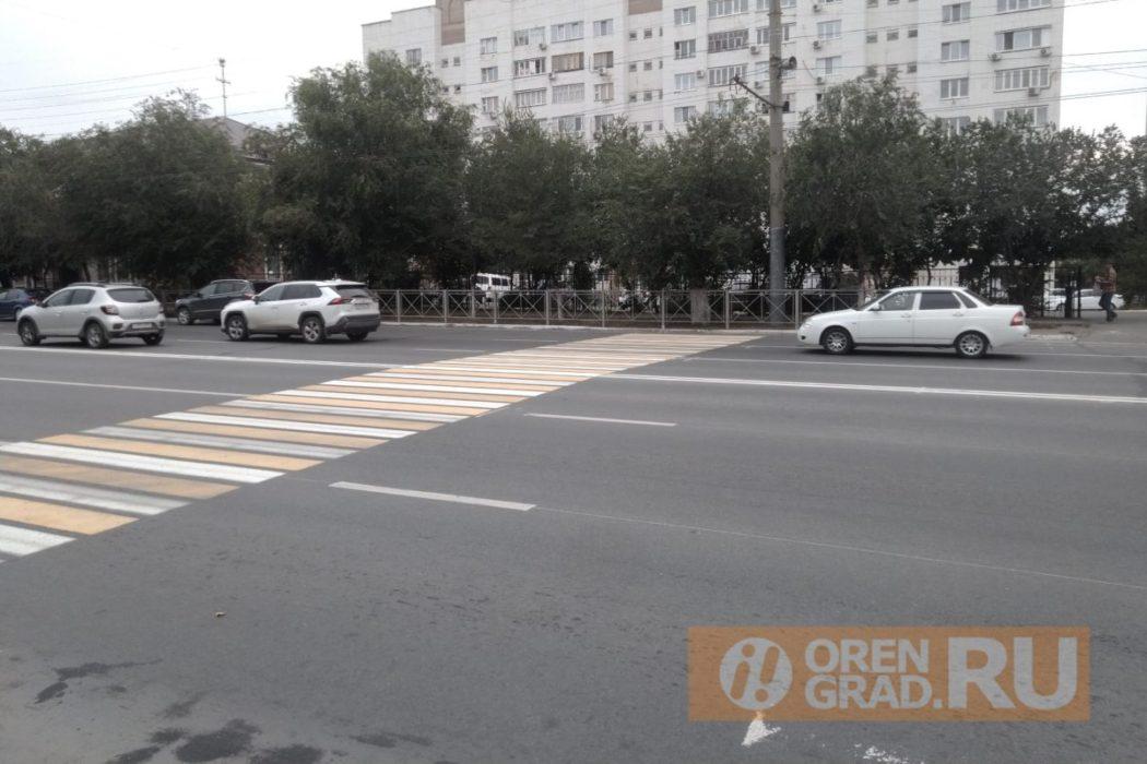 В Оренбурге новый пешеходный переход упирается в забор