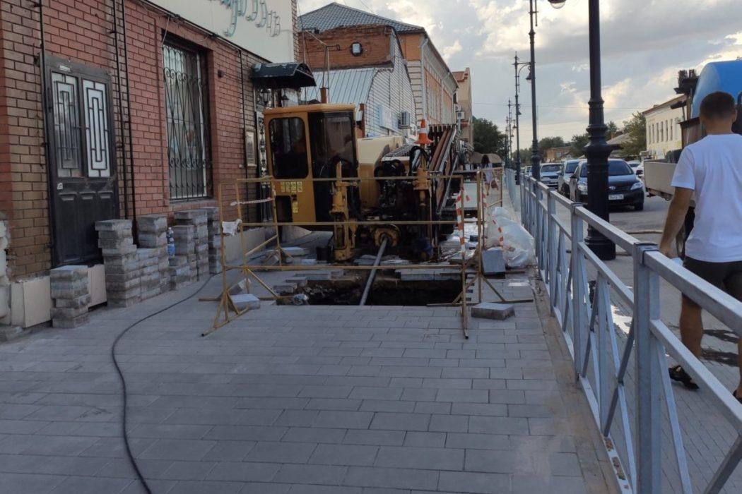 В Оренбурге вновь перекопали тротуар с новой плиткой