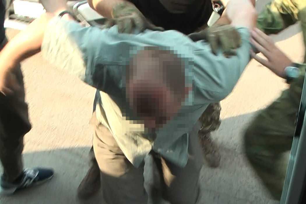 В Оренбуржье задержали полицейского за крупную взятку