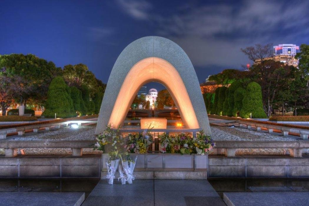 Годовщина Хиросимы, атака мертвецов, интернет-сервер, космонавт Титов и конец Римской империи