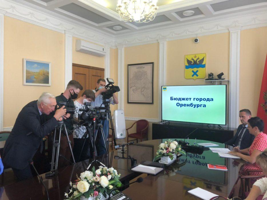 К бывшему мэру Оренбурга Арапову пропустили больше журналистов, чем к нынешнему Ильиных