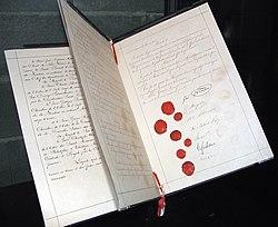 Женевская конвенция, «наркомовские сто грамм» и триколор. День в истории