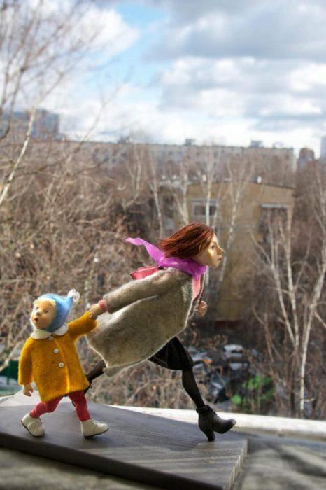 Орчанка делает куклы, которые потом отправляются в разные страны