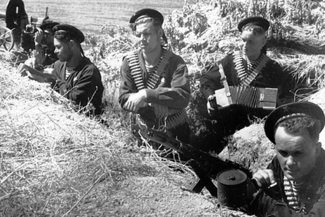 Оборона Одессы, атрибуты Президентской власти в России и светофор.
