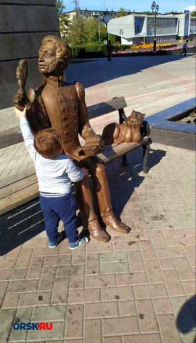 В Орске свалили памятник А.С. Пушкину