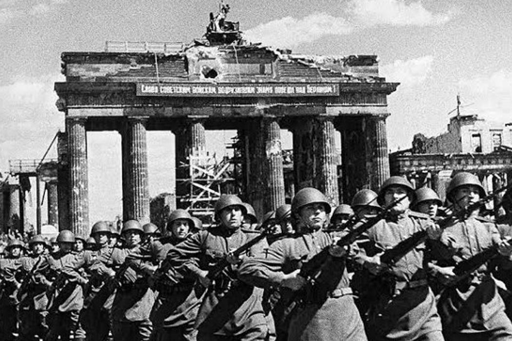 Бородинская битва, парад антигитлеровцев в Берлине и Интерпол. День истории