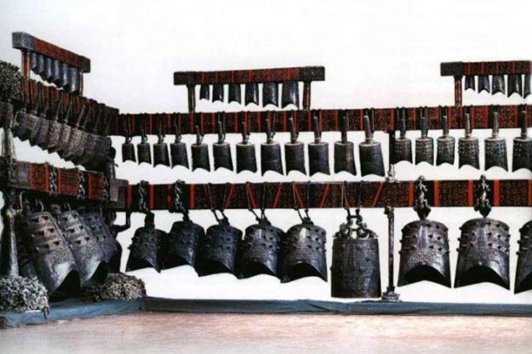 Снежный барс, реклама, пластическая операция и музей музыкальных инструментов. День в истории