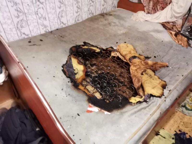 В Оренбурге МЧС спасли любителя покурить в постели