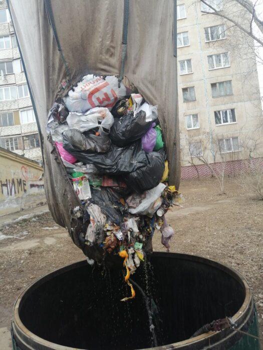 В Оренбурге невозможен вывоз мусора с восьми контейнерных площадок