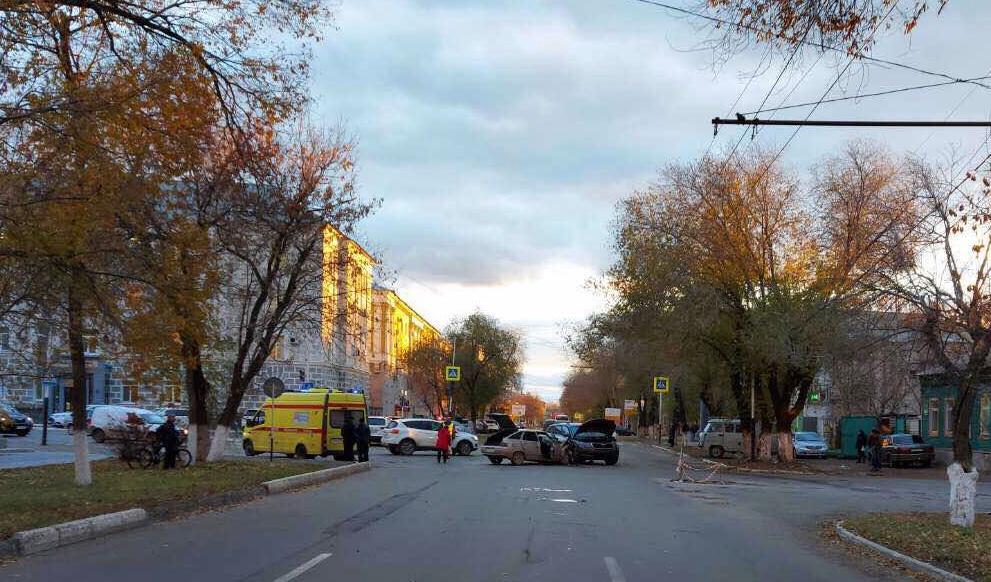 В Оренбурге в ДТП на улице Кобозева пострадали 5 человек
