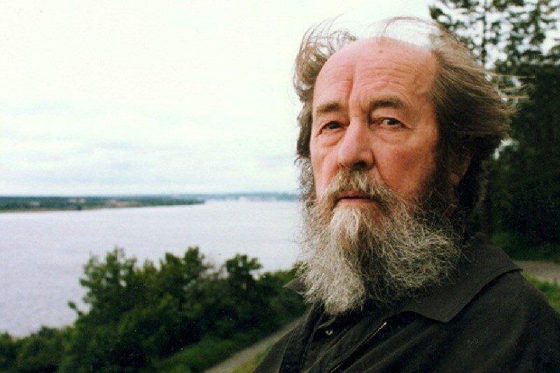 Лев Толстой, Александр Солженицын и Нобелевская премия, микроволновка и алкотестер. День в истории