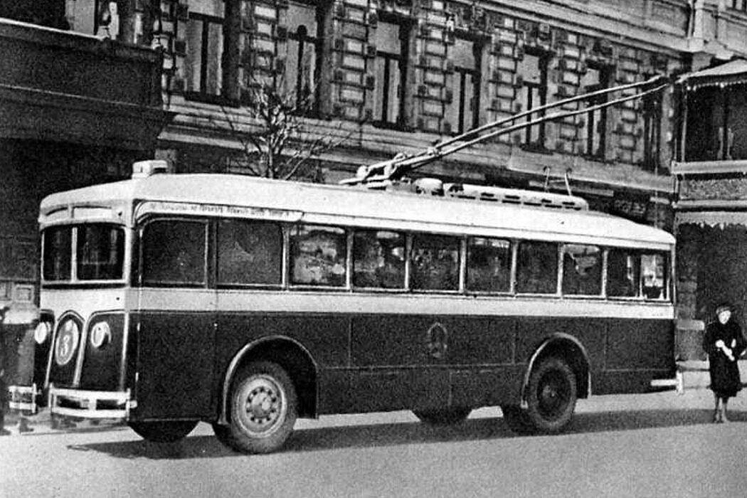 Переработка, призывник, звуковая телепередача, троллейбусы в Москве и микропроцессор. День в истории