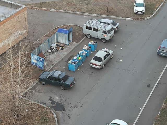 В Оренбурге на улице Салмышской жители наказали автохама
