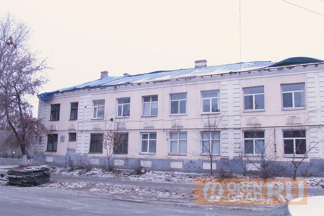 Прокурор Андрей Жугин выяснял, почему в Оренбурге до сих пор продолжается капремонт кровли